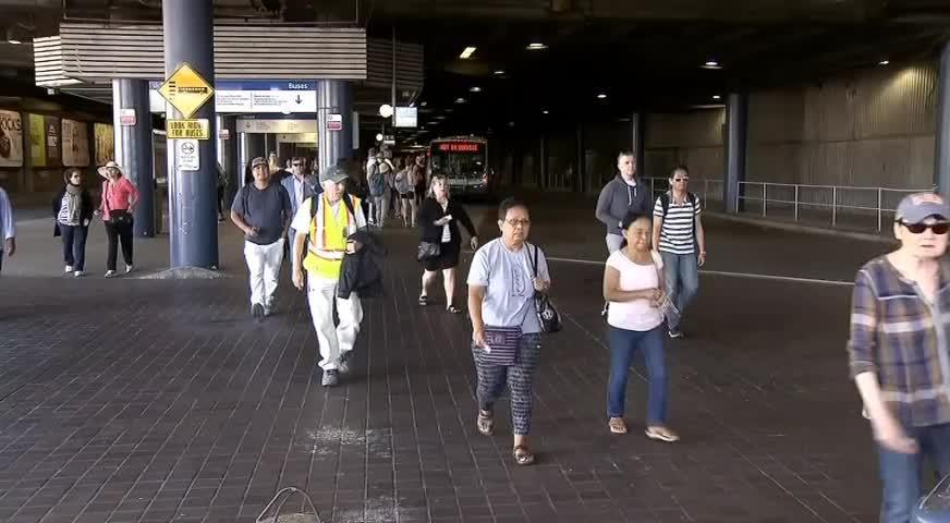 有人企圖跳橋 獅門橋今早大塞車 (BC) – JUL 13, 2018