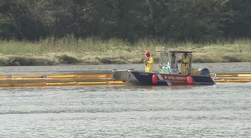 運油拖船沉入菲沙河兩日今被打撈 對環境污染還在評估(BC) –  2018AUG16