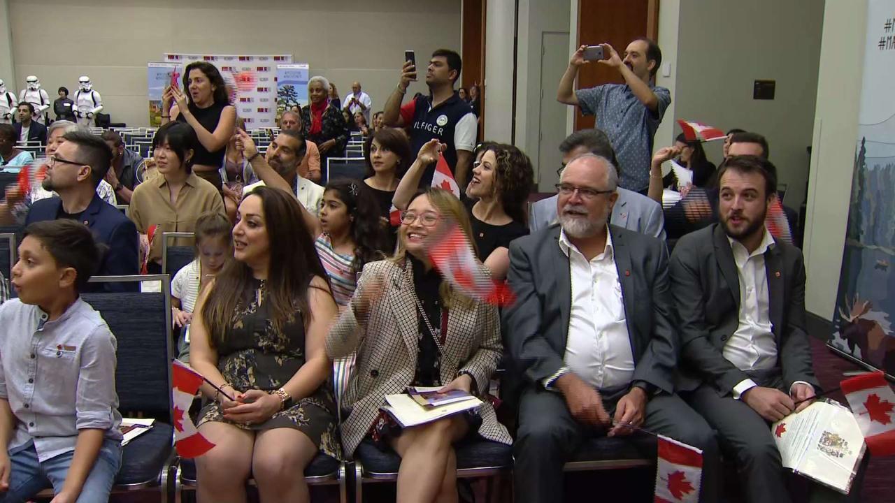 Cerimonia di cittadinanza al Fan Expo di Toronto