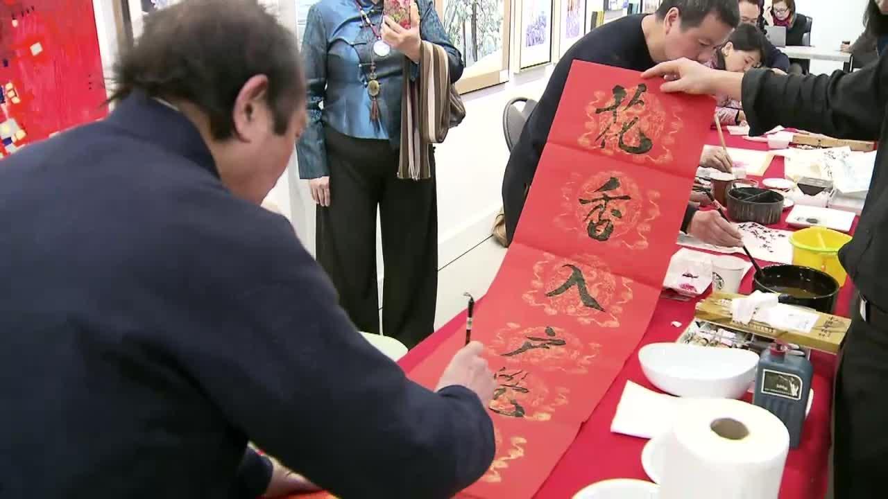 第三节:温哥华记者宋娜介绍当地数年艺术家书画展