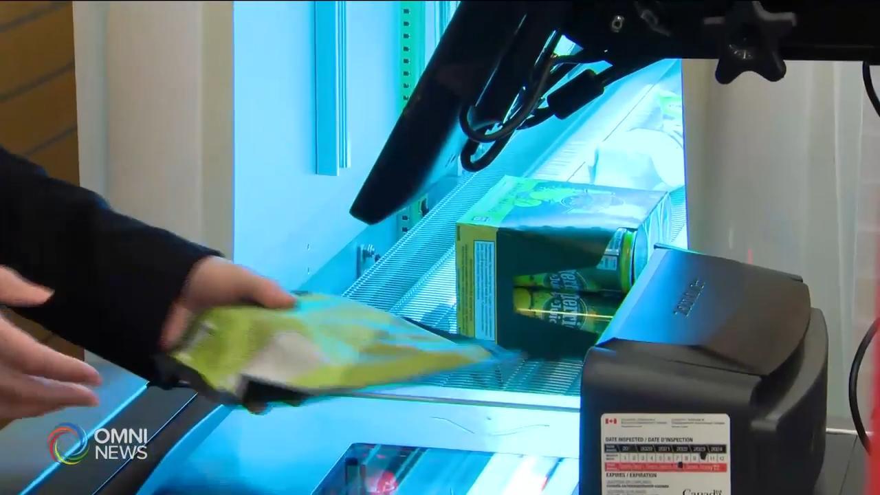 多伦多一家超市用紫外线消毒商品 - May 25, 2020